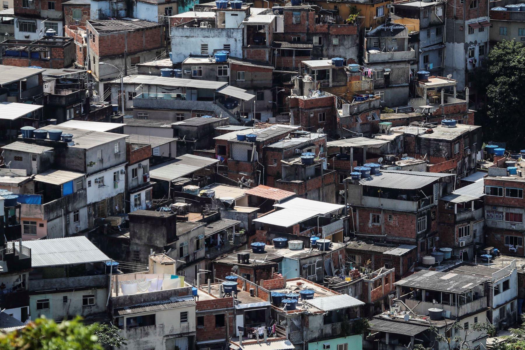 Fotografía de archivo del 17 de marzo de 2020 que muestra una vista general de una favela, en Río de Janeiro (Brasil). Foto: EFE