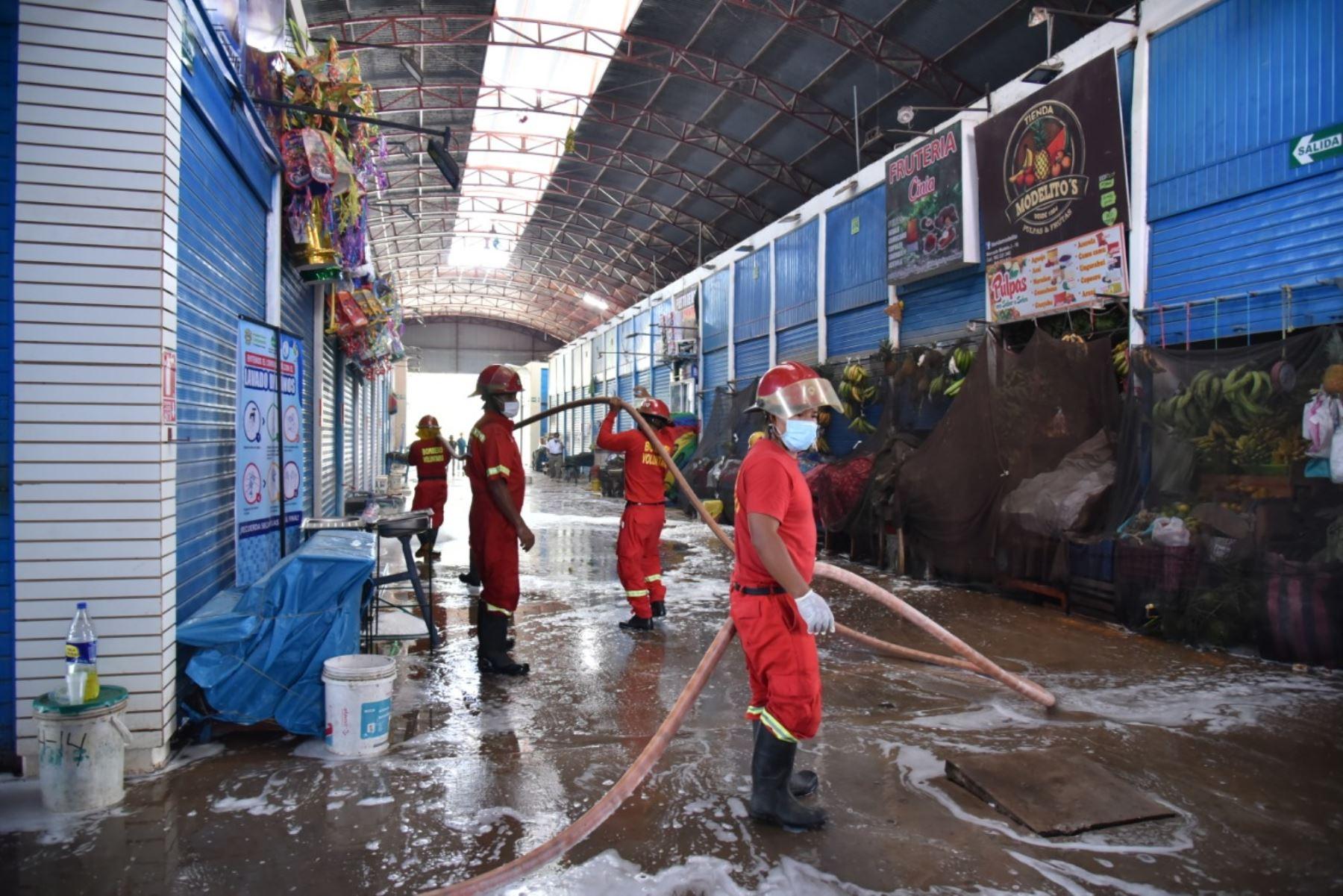 Esta iniciativa de limpieza forma parte de una serie de medidas adoptadas para evitar la expansión de la pandemia del coronavirus. Foto: Difusión
