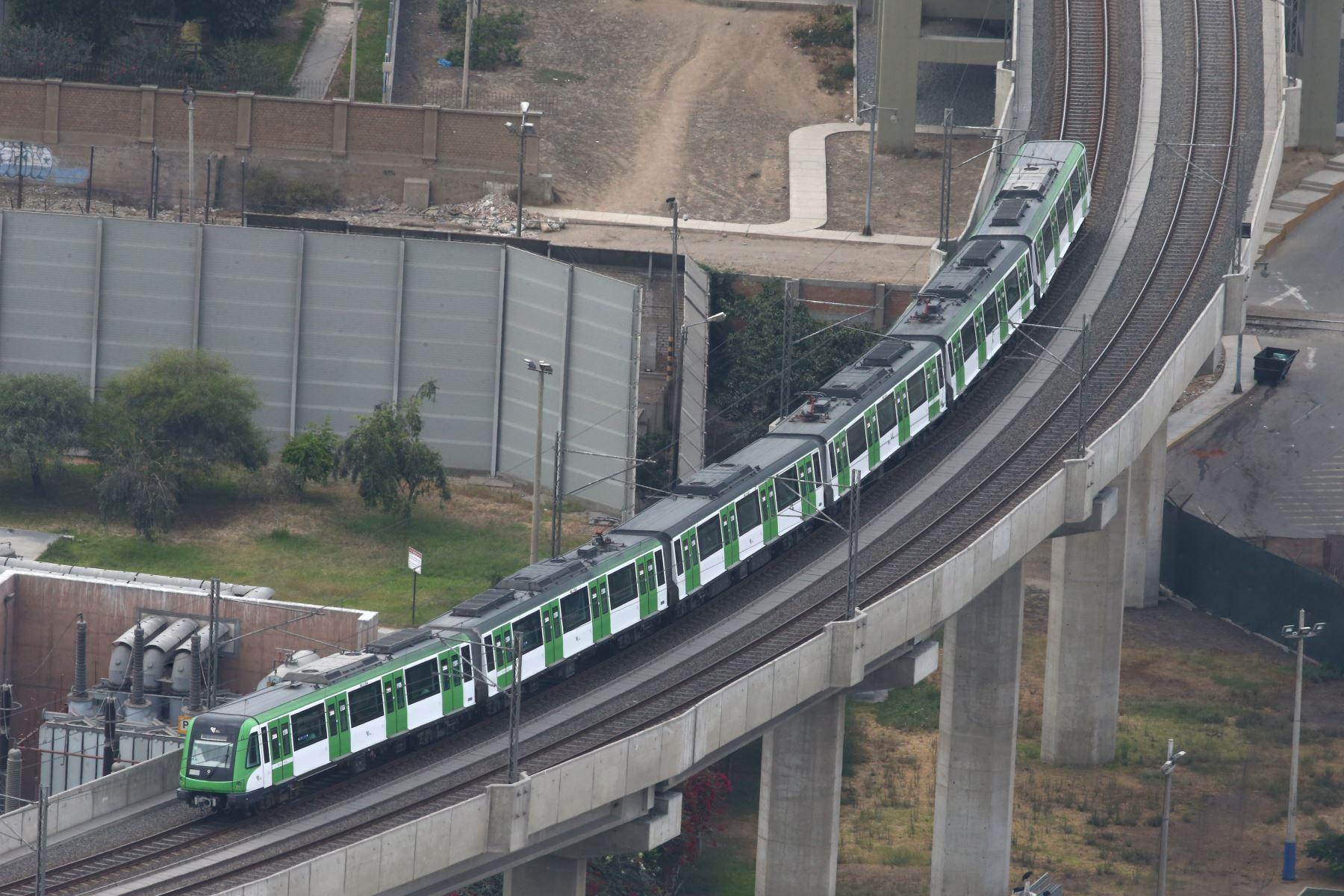 Metro de Lima continua circulando para el traslado de personas durante el día 11 de Estado de Emergencia decretado por el Jefe de Estado en prevención del Covid-19. Foto: ANDINA/Vidal Tarqui