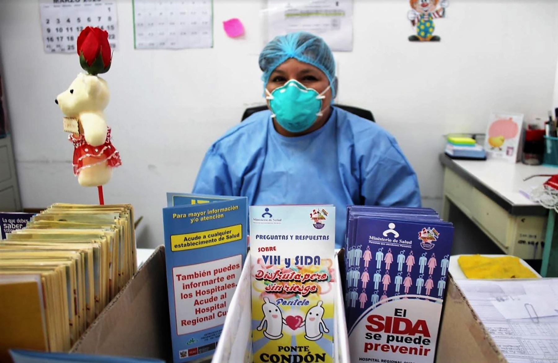 Personal médico del Hospital Regional del Cusco garantiza entrega de medicamentos para personas que viven con VIH.