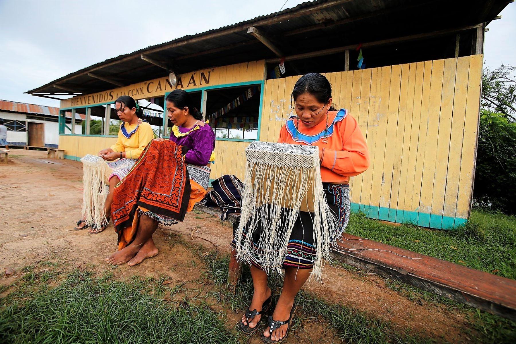 Las comunidades originarias reciben información sobre aislamiento social y prevención del coronavirus.