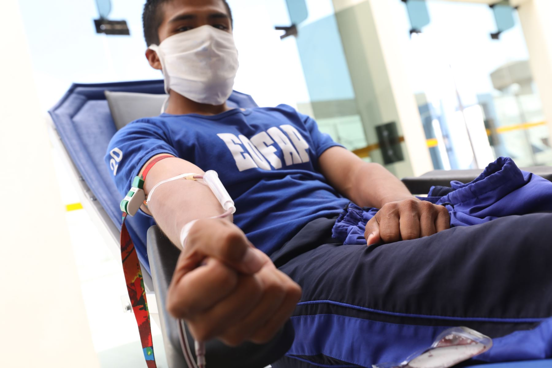 EsSalud lanza campaña de donación de sangre ante personal de la Fuerza Aerea del Perú. Foto: EsSalud