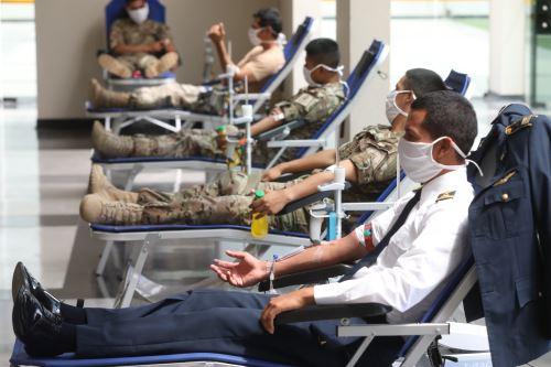 Covid-19: EsSalud lanza campaña de donación de sangre ante personal de la Fuerza Aerea del Perú
