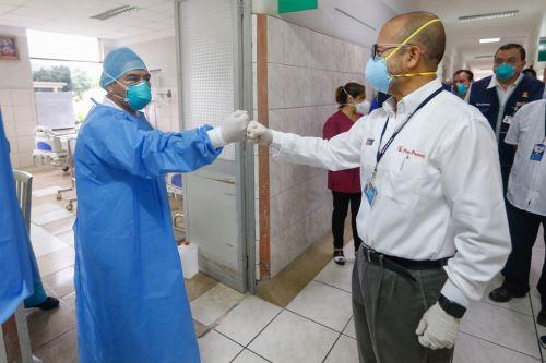 Miinistro de Salud  inspecciona el hospital Hipólito Unanue en El Agustino