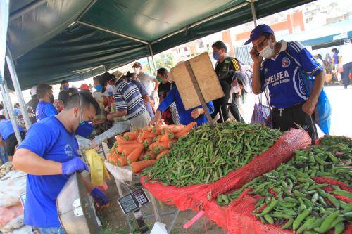 """Ministerio de Agricultura  impulsa el primer mercado """" De la chacra a la olla"""" en Puente Piedra"""