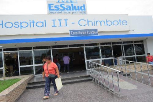 La mujer que residía en el distrito de Santa, en el sector de Tamboreal, llegó procedente de España y al ser sometida al examen médico correspondiente dio positivo para Covid-19. Fue el tercer caso confirmado de esta enfermedad en Áncash.