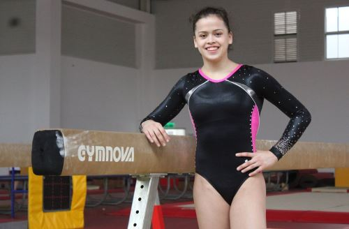 La gimnasta peruana Ariana Orrega trabaja sin descanso desde casa a la espera de retomar los torneos previos a los Juegos Tokio 2020
