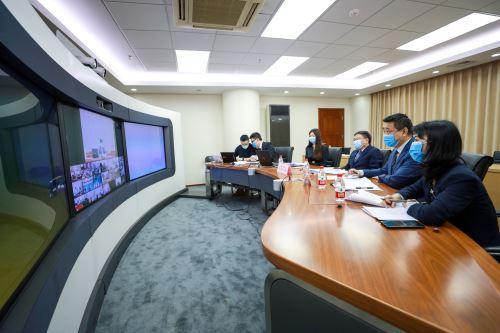 Mediante una videoconferencia, especialistas chinos de control epidémico, aduana, aviación civil y administración comunitaria compartieron sus experiencias en la lucha contra el covid-19- Foto: Difusión