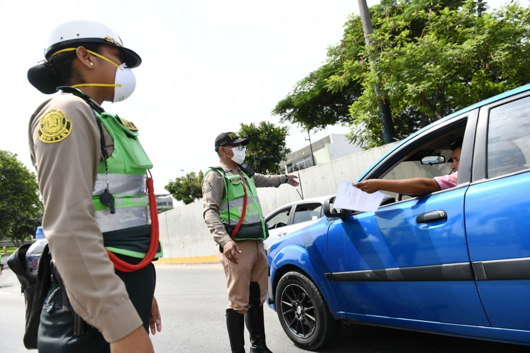 Desde el 1 de abril se exigirá el nuevo pase de tránsito a trabajadores de rubros esenciales.