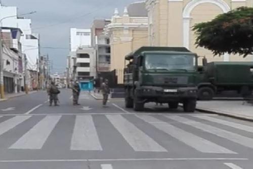 Las Fuerzas Armadas y la Policía Nacional hacen cumplir inmovilización social en cincos regiones.