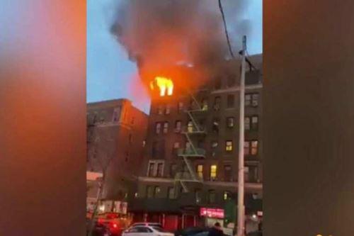 La causa del incendio que atrajo a 140 bomberos de 33 unidades, aún estaba bajo investigación. Foto: Captura de pantalla