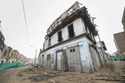 Desmontaje de la casona El Buque en Barrios Altos por medidas de seguridad