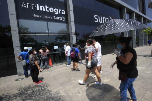 Coronavirus: aportantes de las AFP acuden a las sedes
