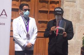 La UNSA donó viseras de protección impresas en 3D para médicos y enfermeras de Arequipa. Foto: Cortesía/Rocío Méndez