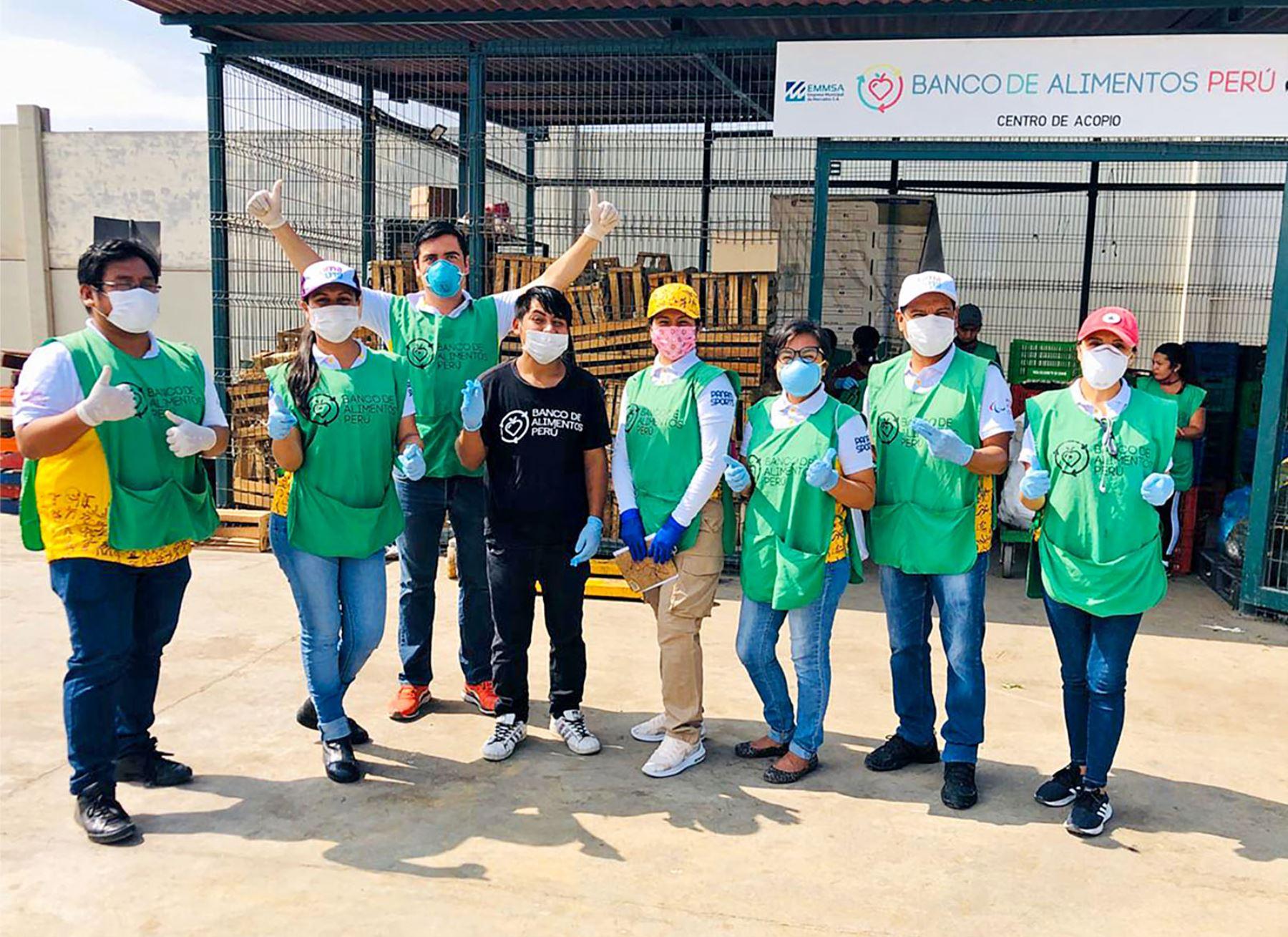 Voluntarios de Lima 2019 realizan la recolección de alimentos en el Mercado de Frutas