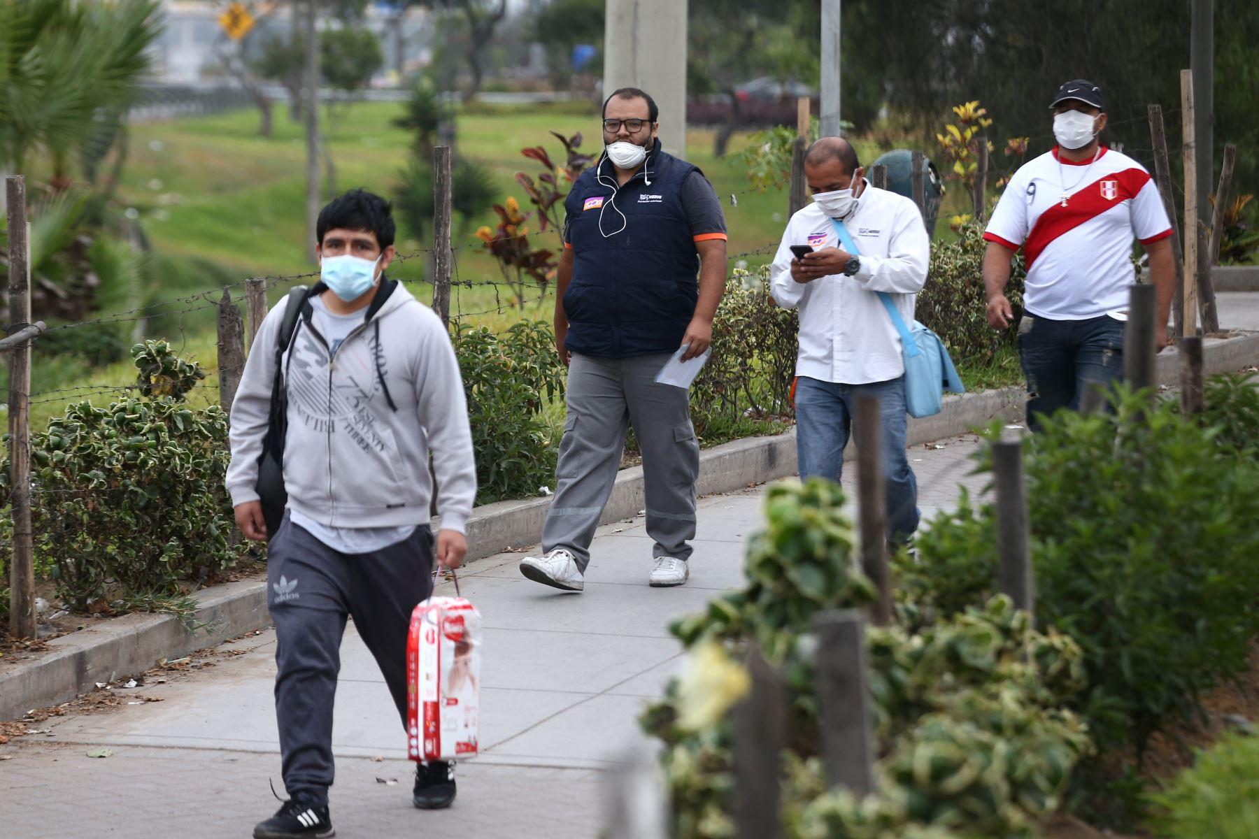 Como ocurre en el mundo, también en Perú quienes fallecen más por el covid-19 son hombres. Foto: ANDINA/Vidal Tarqui.