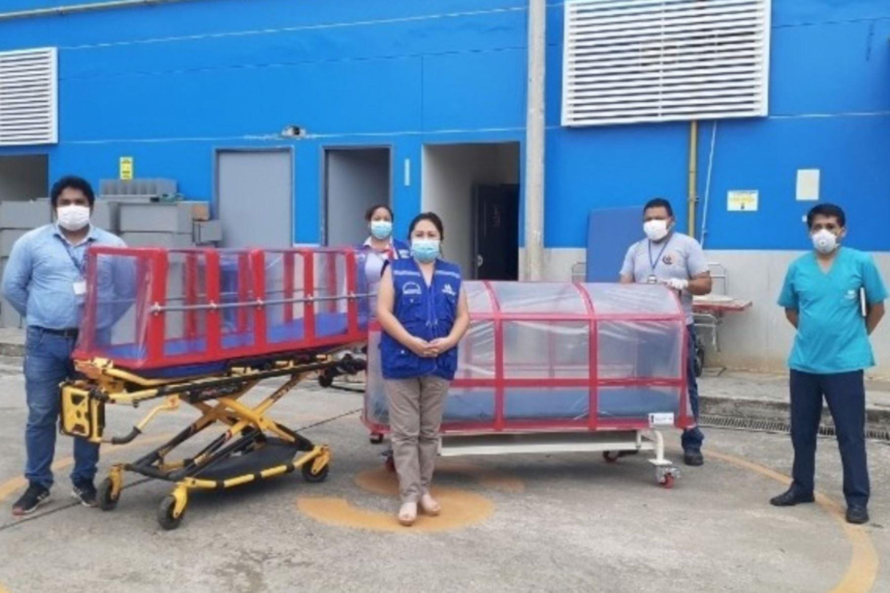 Trabajadores de la Red Asistencial de EsSalud Tarapoto diseñan cápsula de aislamiento para trasladar pacientes con coronavirus de la región San Martín. ANDINA/Difusión