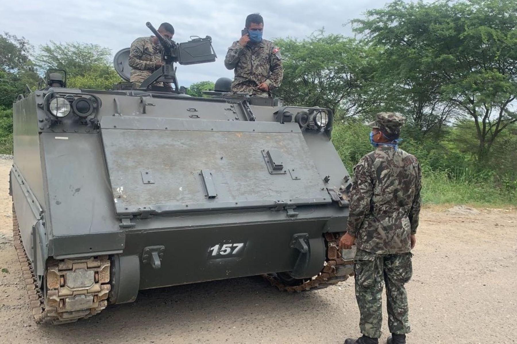 FF.AA movilizarán blindados a la frontera para evitar informalidad