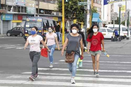 Covid-19: hoy sábado solo transitan mujeres para reducir riesgos de contagio