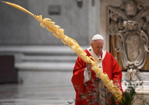 Papa Francisco celebra misa Domingo de Ramos sin presencia de fieles por pandemia de coronavirus