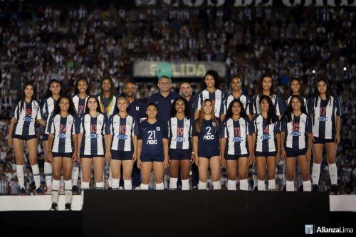 La escuadra de voleibol de Alianza Lima entrena en casa y es monitreada por el técnico Carlos Aparicio