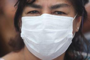 El uso correcto de la mascarilla no solo protege de contraer el coronavirus a la persona que la lleva puesta, sino evita que esta contagie en caso de ser portadora del virus. ANDINA/Jhonel Rodríguez Robles