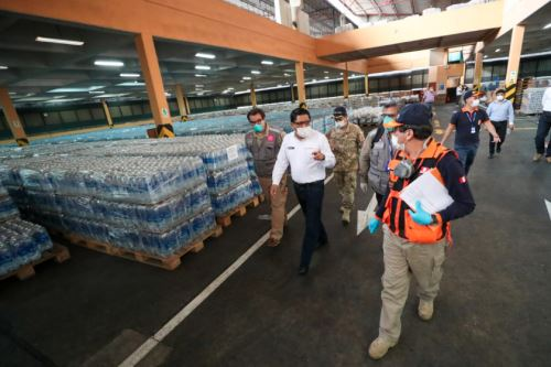 Ministro Zeballos, inspeccionó  almacén de alimentos no perecibles de Indeciperu en el Callao