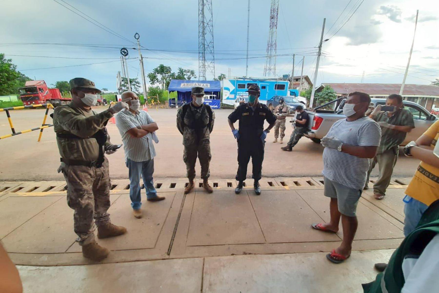 General Alfredo Takacs CG de la 6ta Brig FFEE de Amazonas, supervisó el reforzamiento del control de toda la frontera entre Brasil y Bolivia con la finalidad de evitar ingresos ilegales de personas contagiadas con el Covid-19, dispuesto por el Mindef.Foto: ANDINA/Mindef