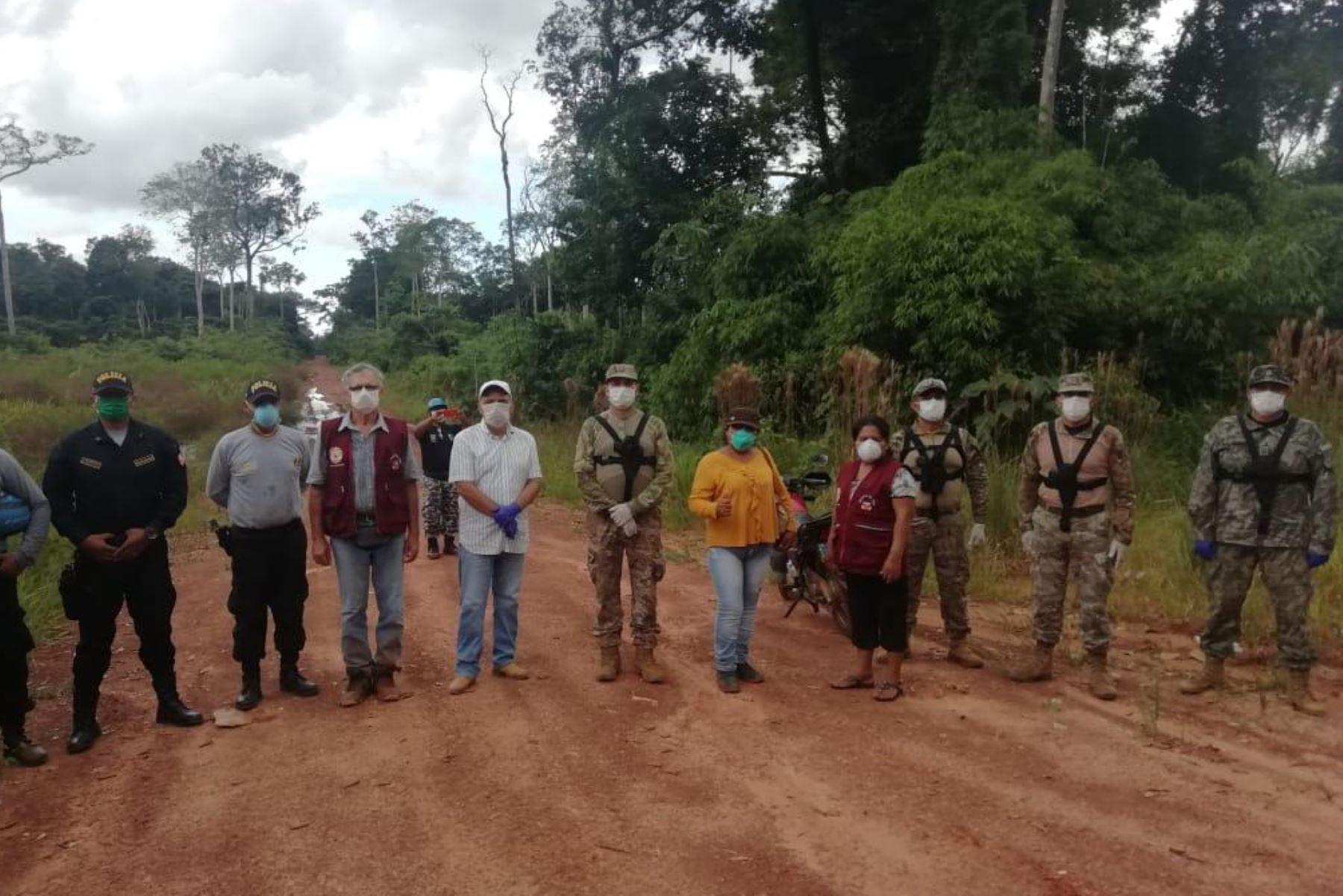 Miembros de la  6ta Brig de FFEE de la Amazonia supervisan el reforzamiento del control de toda la frontera entre Brasil y Bolivia con la finalidad de evitar ingresos ilegales de personas contagiadas con el Covid-19, dispuesto por el Mindef.Foto: ANDINA/Jhony Laurente