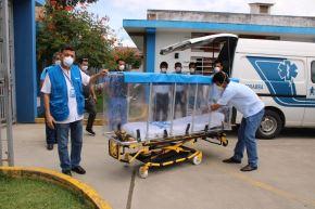 Trabajadores de Hospital de Moyobamba de EsSalud diseñan cápsula de aislamiento para pacientes infectados con coronavirus en San Martín.