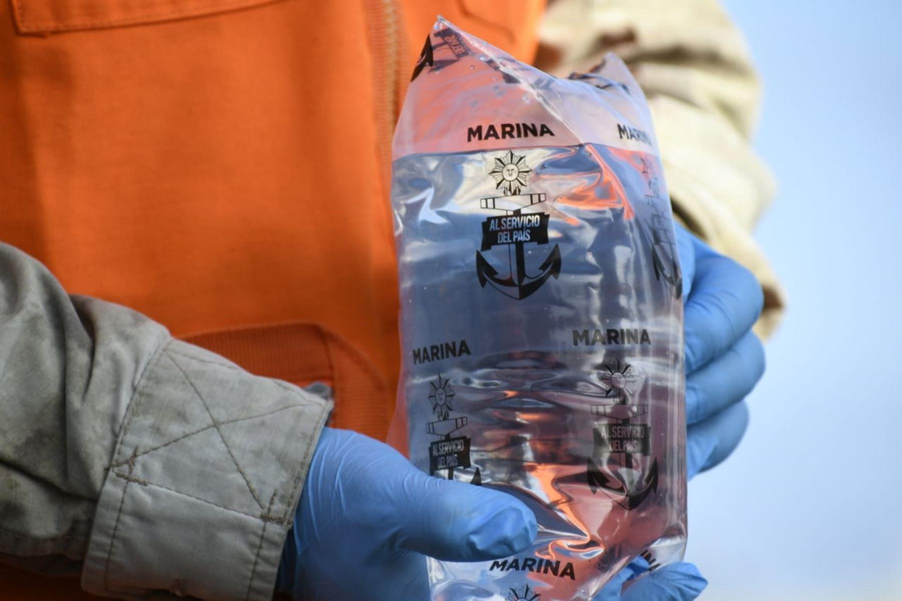 Marina dona 15,000 litros de agua desalinizada para AA. HH. en San Juan de Miraflores. Foto: ANDINA/difusión.
