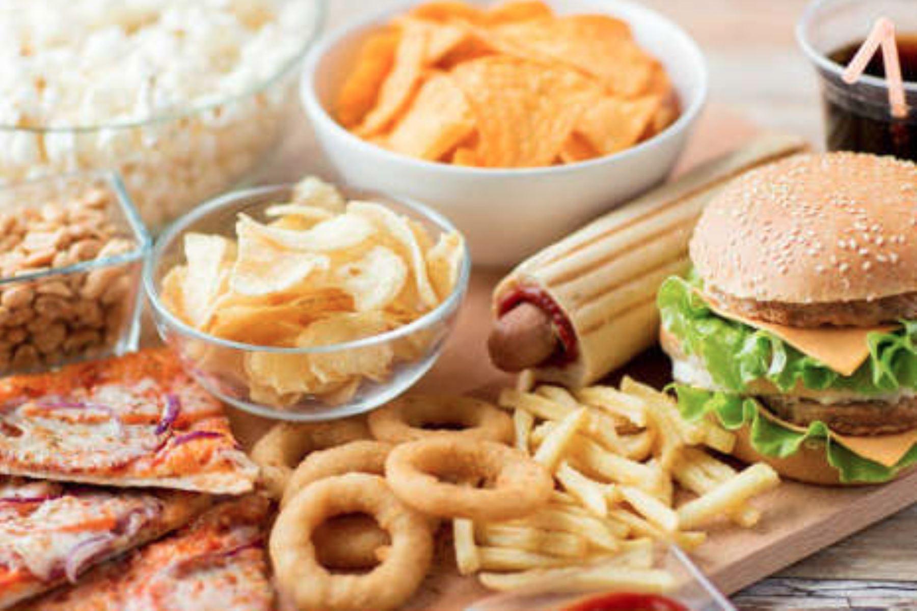 Quienes se inclinan por comidas chatarras tienen alto riesgo de sufrir depresión, ansiedad y estrés, advierten expertos. Foto: internet/medios.