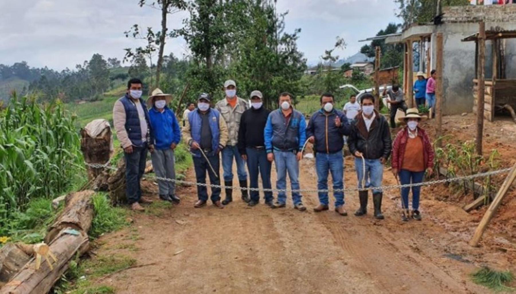 """El gobernador regional de Cajamarca, Mesías Guevara Amasifuén, destacó el compromiso y esfuerzo de las rondas campesinas y urbanas en la vigilancia y control de todas las provincias y distritos, como parte del """"cerco regional"""" establecido para evitar la propagación del coronavirus covid-19."""
