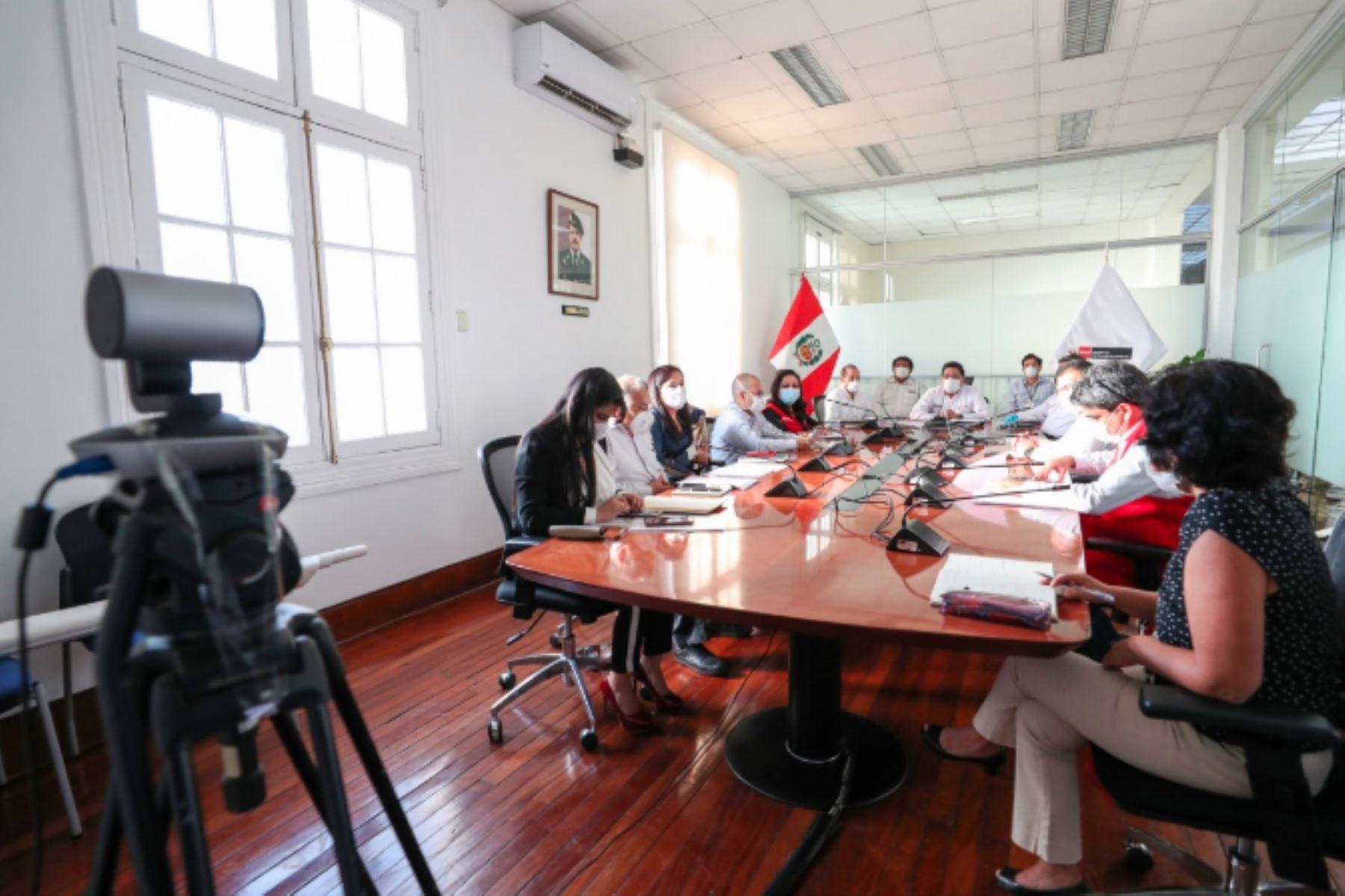 Primer ministro Vicente Zeballos, junto a ministros de Estado, sostuvo reunión virtual con la  junta directiva de la ANGRPERU, representados por las regiones Piura, Ucayali, Pasco, Amazonas, Áncash y Tumbes, en el marco del Estado de Emergencia Nacional.Foto:ANDINA/PCM