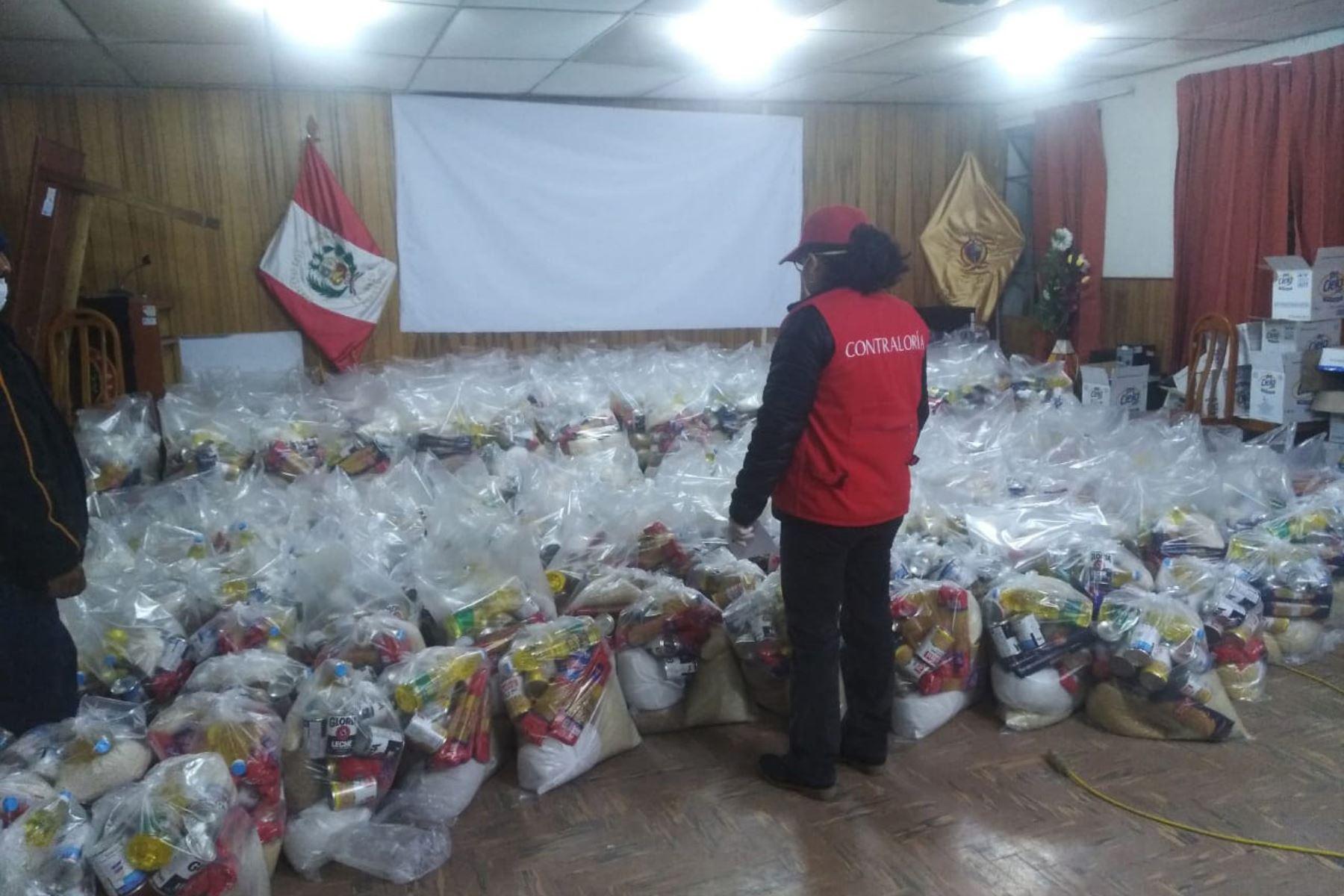 Personal de la Contraloría supervisa avance en la distribución de alimentos por parte de los municipios. ANDINA/Difusión