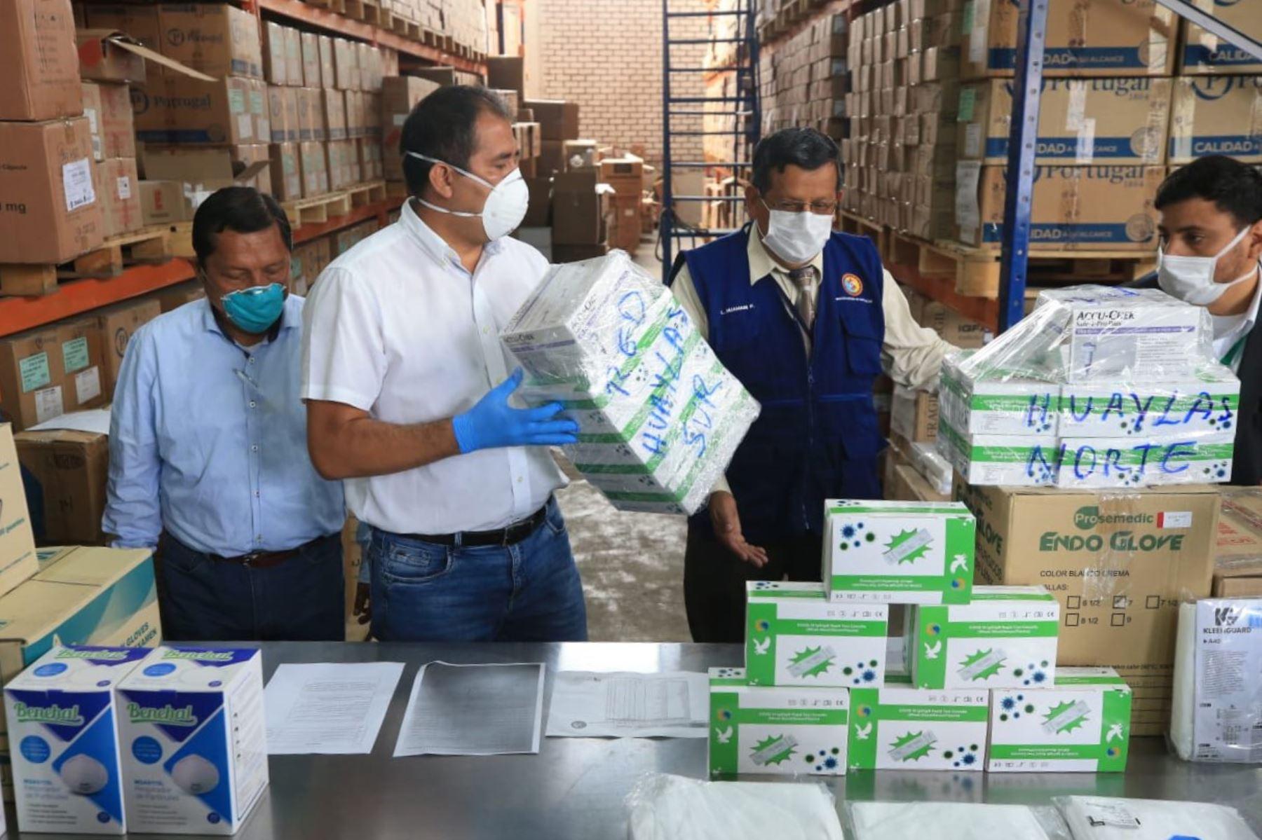 Autoridades regionales de Áncash organizan el reparto de medicamentos y pruebas rápidas para el covid-19.