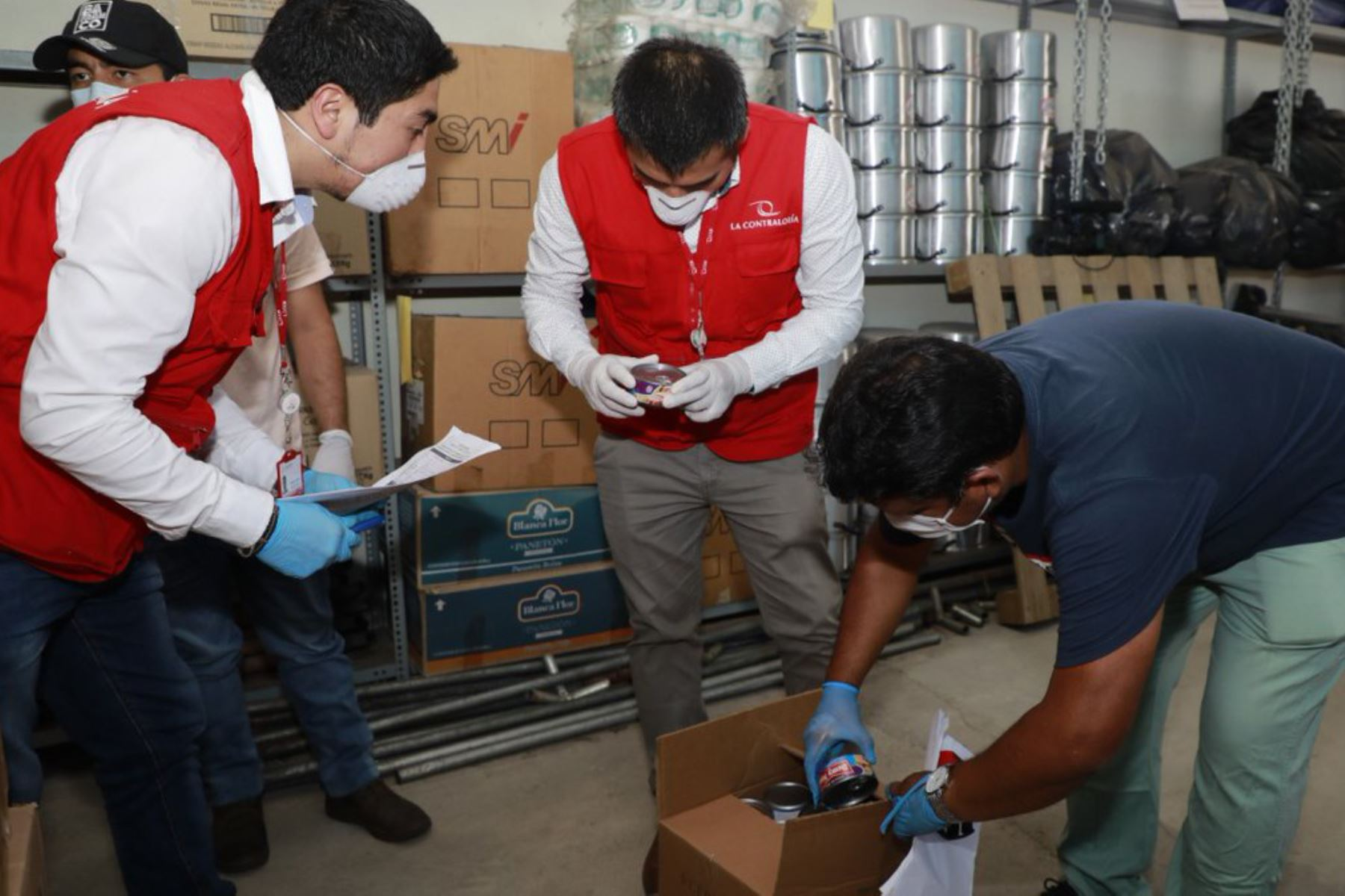 Contraloría continúa supervisión de entrega de canastas de víveres en 12 municipios de Lima y Callao como parte del Mega Operativo Emergencia Sanitaria2020. Foto:ANDINA/Difusión