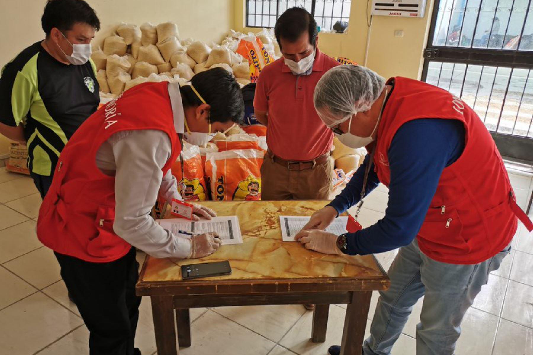 Auditores visitaron la Municipalidad Distrital Andrés Avelino Cáceres en Ayacucho donde se entrega  canastas de víveres a familias vulnerables por COVID19 durante el  Mega Operativo Emergencia sanitaria.  Foto:ANDINA/Difusión