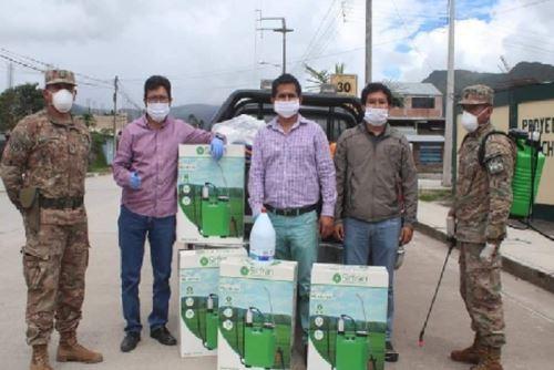 Efectivos de la Policía Nacional y el Ejército del Perú recibieron útiles de aseo del Gobierno Regional de Pasco.