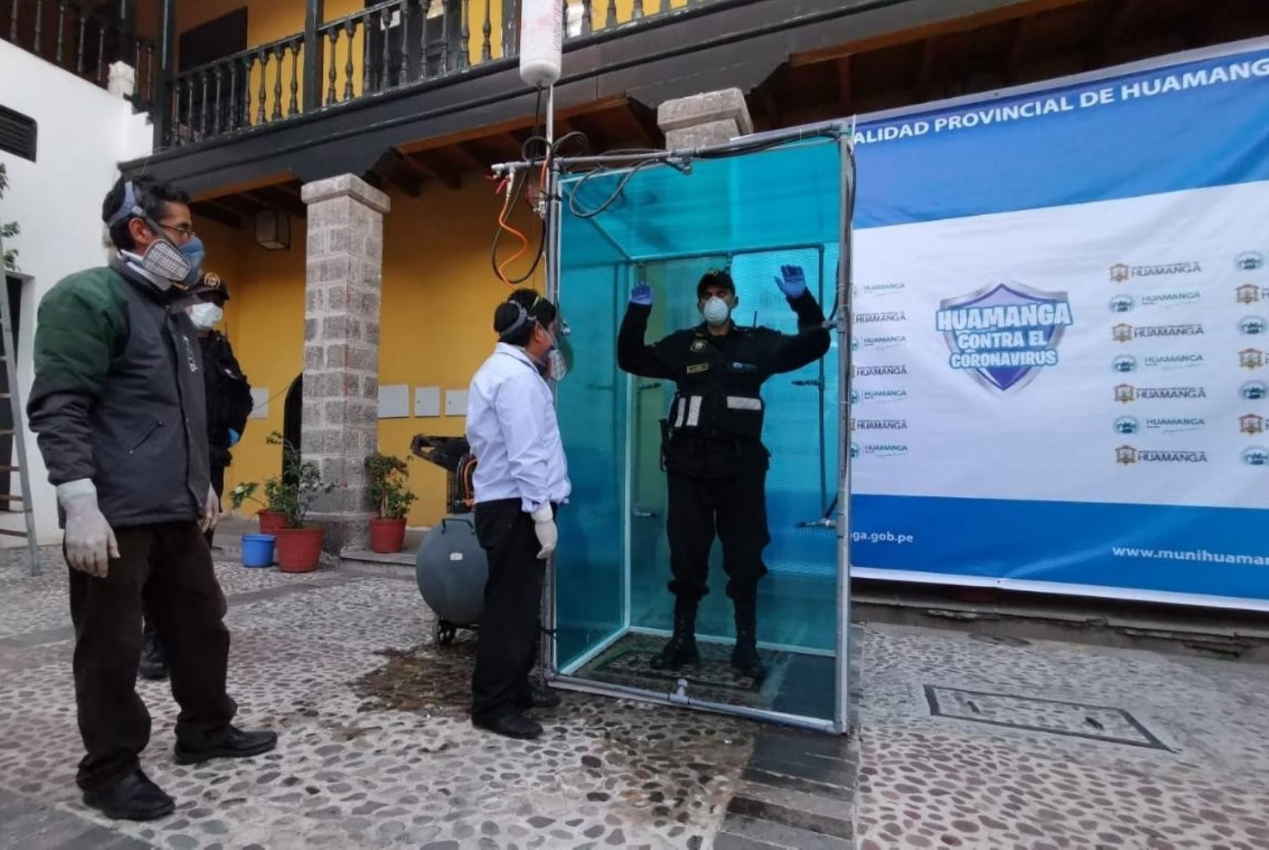 La Municipalidad de Huamanga instalará cámaras de desinfección en mercados, comisarías, bancos, hospitales y otros lugares de la ciudad. ANDINA/Difusión
