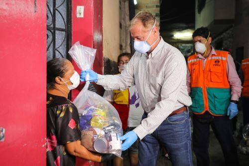 Coronavirus: Alcalde  de Lima entregó canastas a familias de bajos recursos económicos