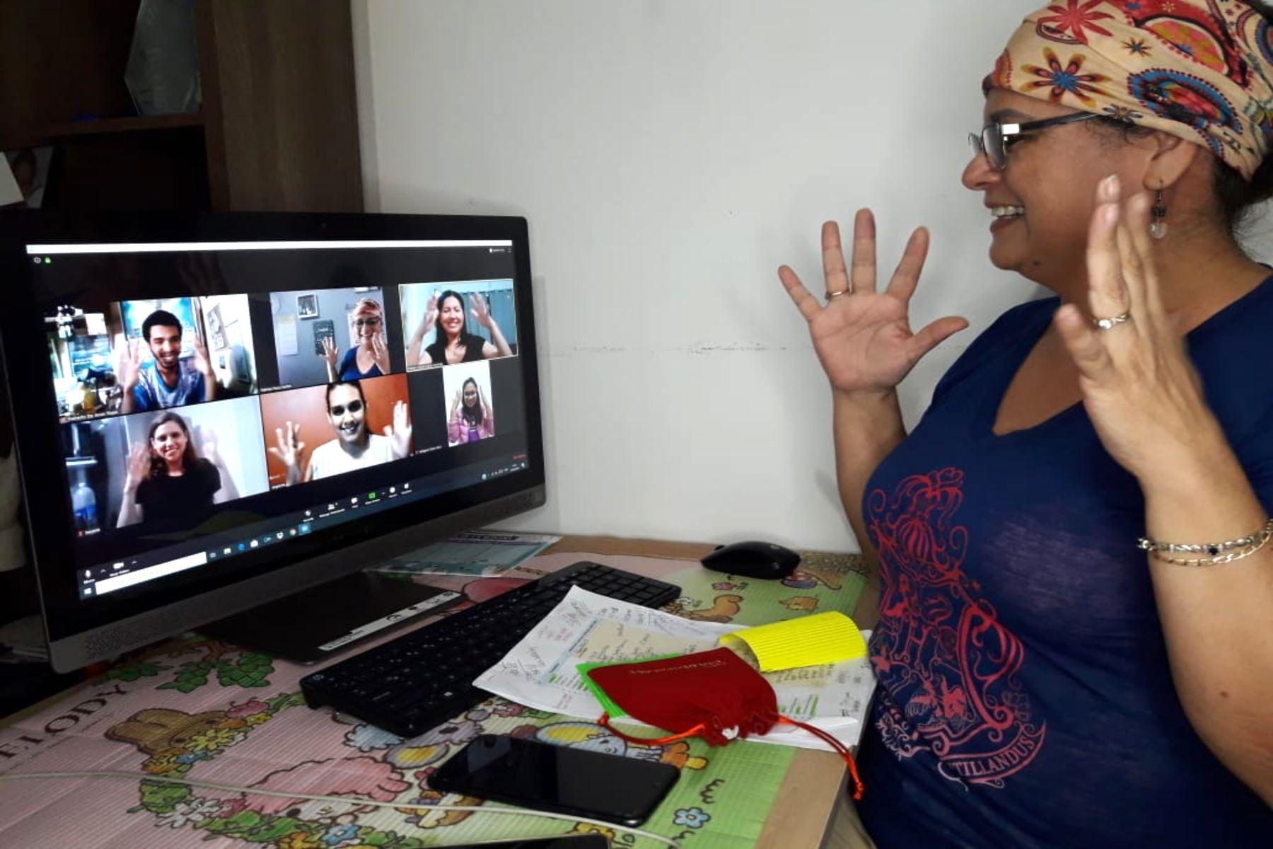Experiencia inédita en el Perú, líderes sordos crean lenguaje de señas especializado para comunidad de sordos peruanos.ANDINA/Difusión