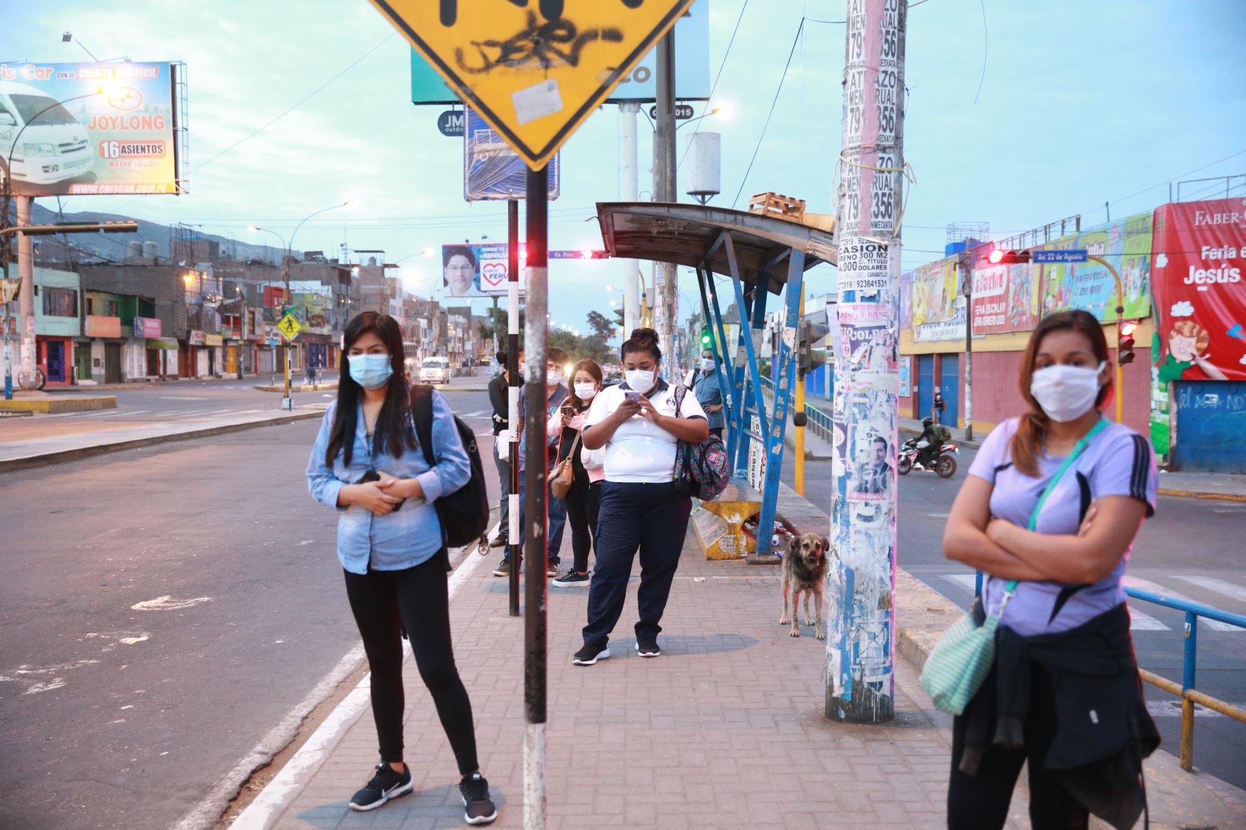Avenida Túpac Amaru es una de las que presentan más casos de coronavirus, según EsSalud. Foto: ANDINA/Jhony Laurente