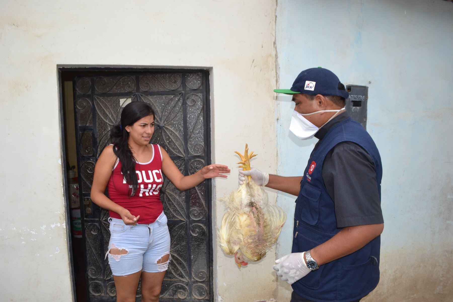 Más de 8,000 familias vulnerables de la provincia de Trujillo afectados por la emergencia decretada por el coronavirus, recibieron ayuda humanitaria que entregó el Arzobispado de Trujillo. ANDINA/Difusión