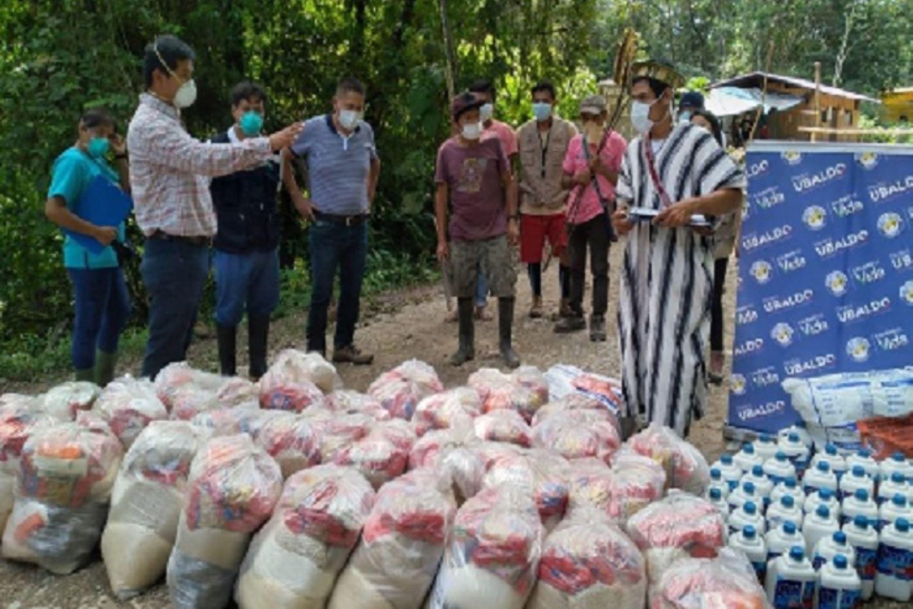 Funcionarios del Gobierno Regional de Pasco entregaron alimentos y frazadas a la comunidad nativa Yanesha que controla las 24 horas del día la vía que une Constitución, Puerto Bermúdez, Iscozacín y Palcazú,