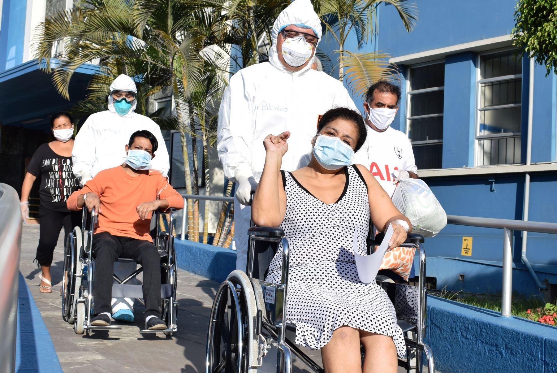 Coronavirus: pacientes regresan a sus casas entre lágrimas tras vencer la infección. Foto: ANDINA/difusión.