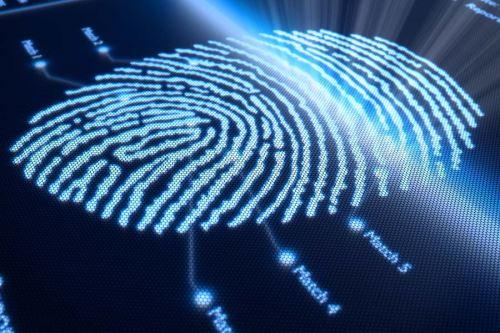 Para cuidar de la seguridad en línea, los usuarios deben evitar compartir o hacer clic en enlaces sospechosos que encuentren en redes sociales.