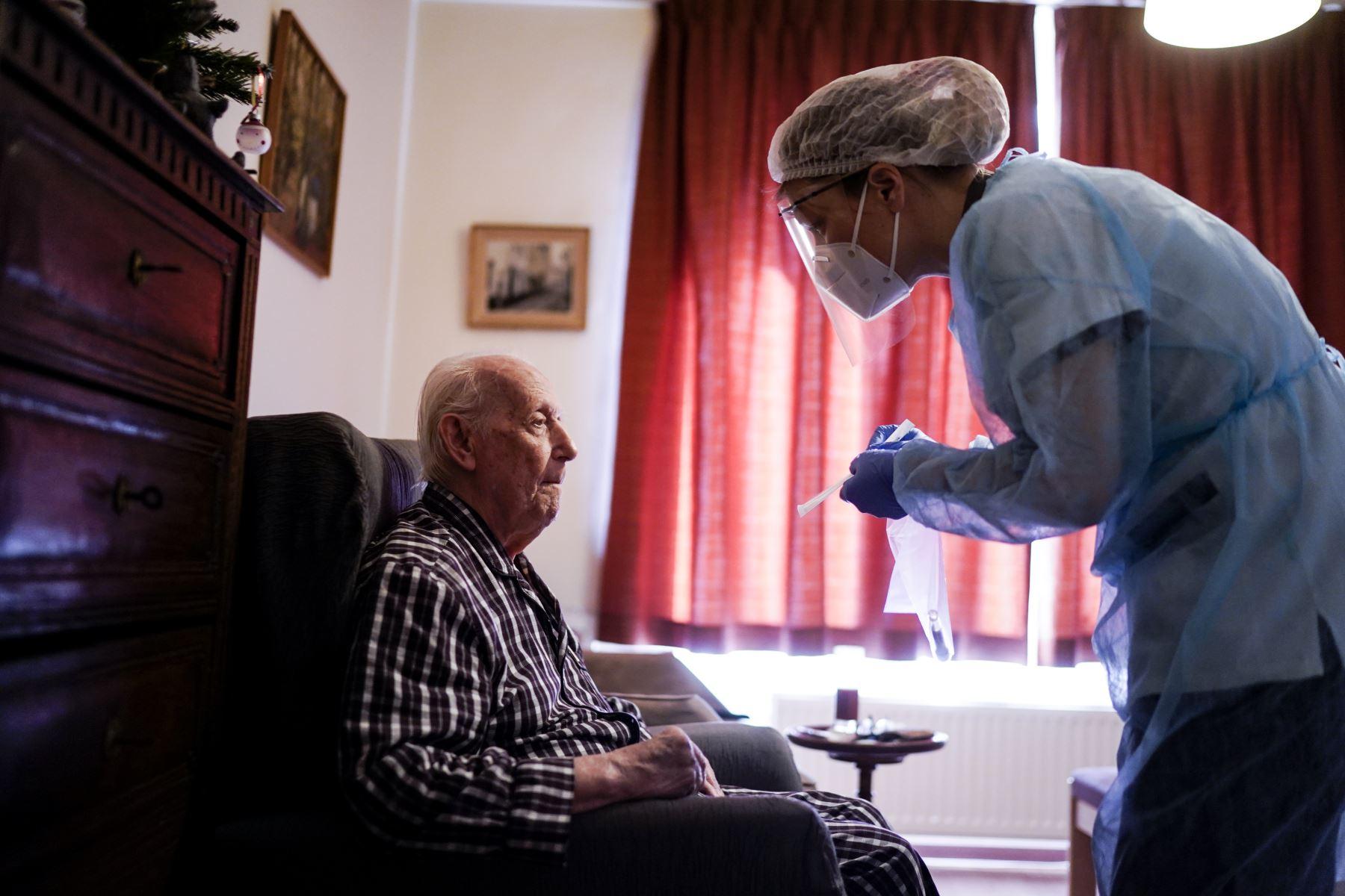 Expertos en salud mental indican que durante la pandemia el número se casos del síndrome del cuidador creció en 50% . Foto: ANDINA/Jhonel Rodríguez Robles