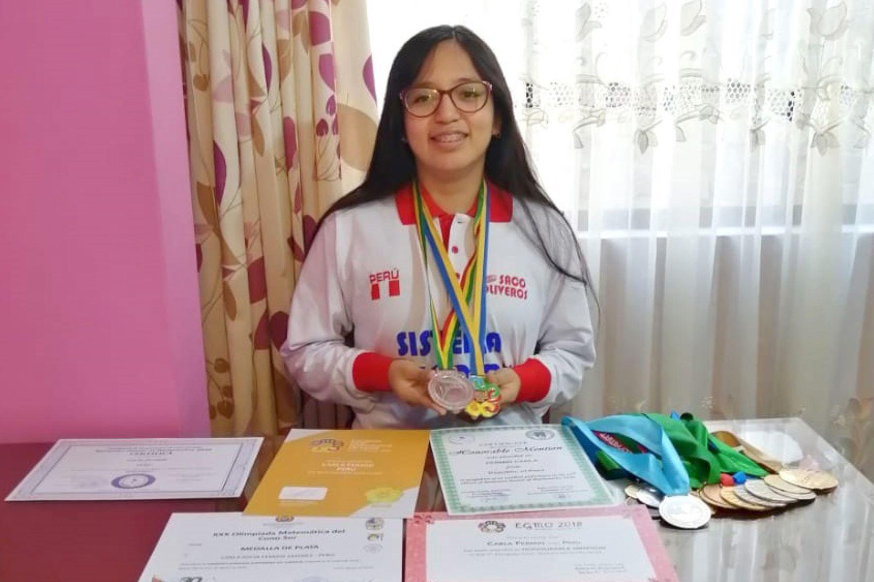 Carla Fermín Jiménez, obtuvo la medalla de oro en la Olimpiada Europea Femenina de Matemática (EGMO 2020). Tiene 15 años y es alumna de 4to. de secundaria en el colegio Saco Oliveros.ANDINA/Difusión