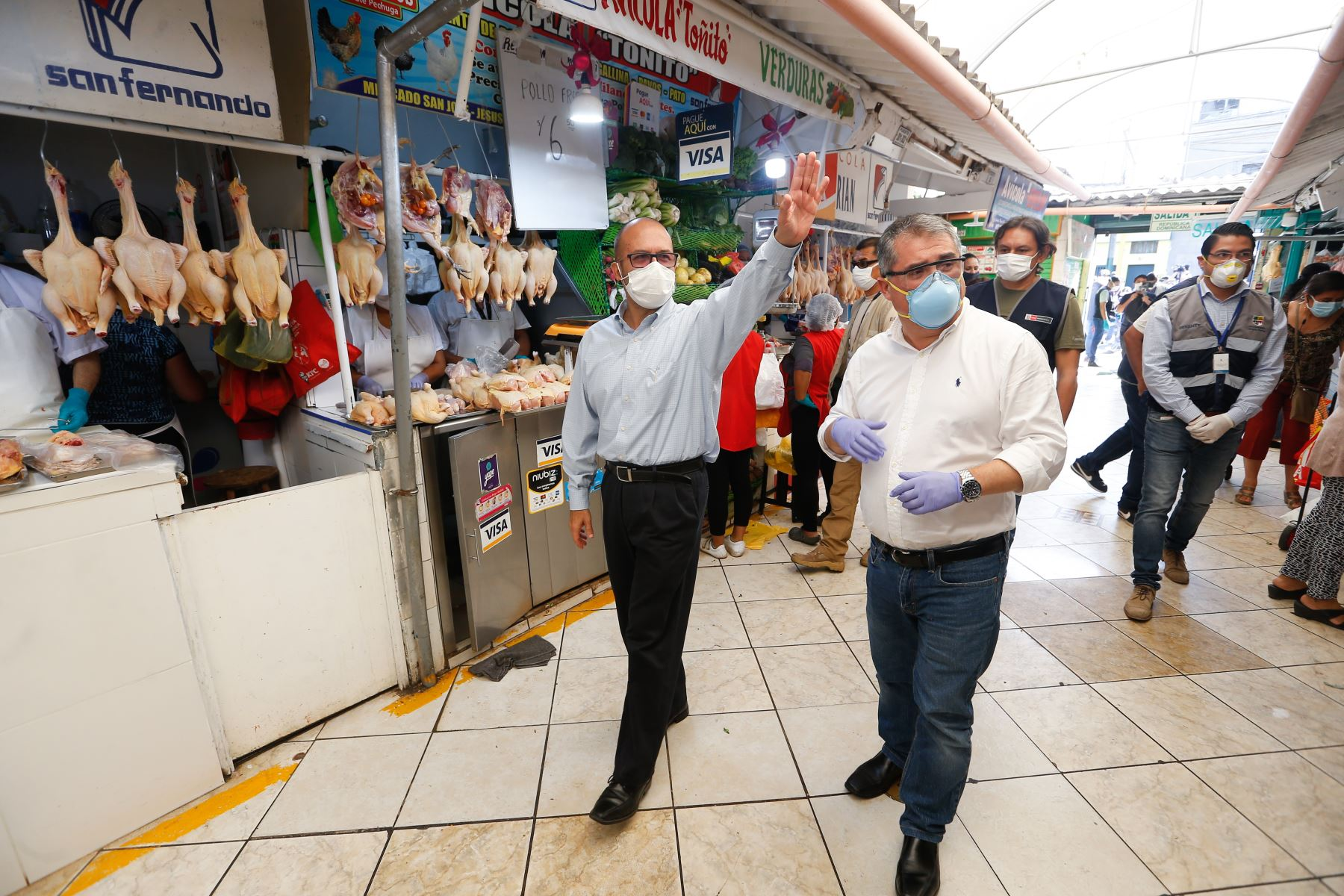 El ministro de salud Victor Zamora y el alcalde de Jesús María, Jorge Quintana, lanzaron el plan Mercado Seguro. Esta iniciativa promueve la adopción de medidas preventivas en los centros de abastos con el objetivo de disminuir la transmisión de #COVID19. Foto: ANDINA/Minsa